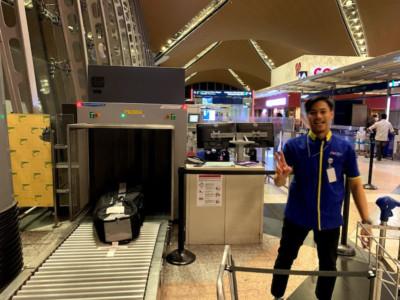 空港ロビーの一番端に<br>オーバーサイズ預け窓口があります。